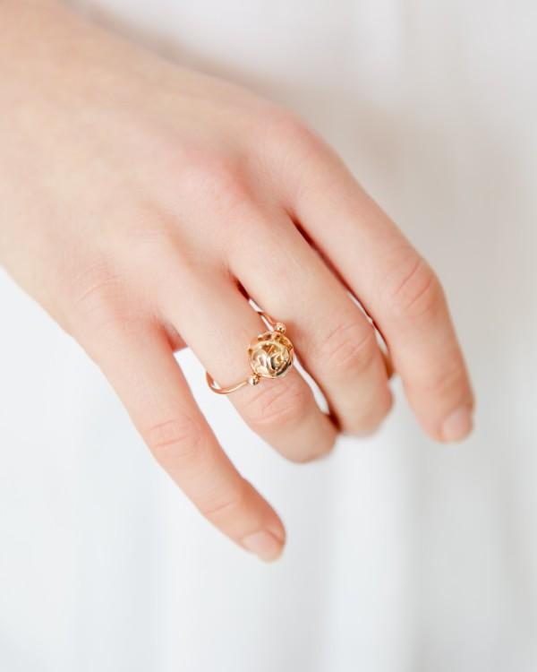 feminine-ring-yellow-gold-charm